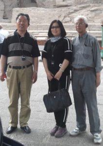 本论坛两位年近八旬的创始人尹承东、范岳与栗霞教授合影